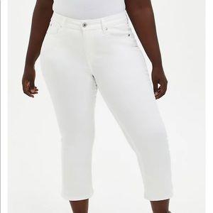 NWT Torrid Crop White  Mid Rise Flare Jean, 20w